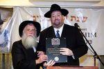 Shlomo Rechnitz gets award from Chabad's Rabbi Baruch Shlom Cunin