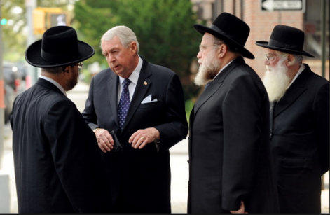 Charles-Hynes-photo-with-rabbis.png